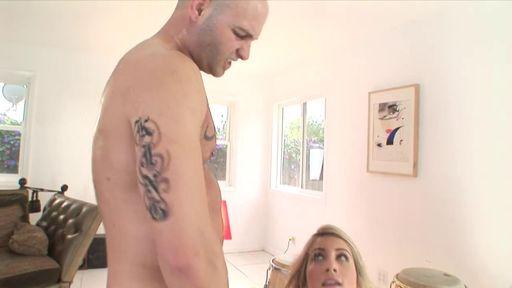 Изображение Блондинка с малой грудью чпокается на ковре